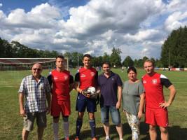 bei der Spielballübergabe des TSV 1860 Bad Rodach