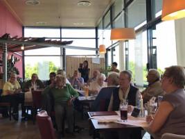 Besucher/innen im Thermenrestaurant